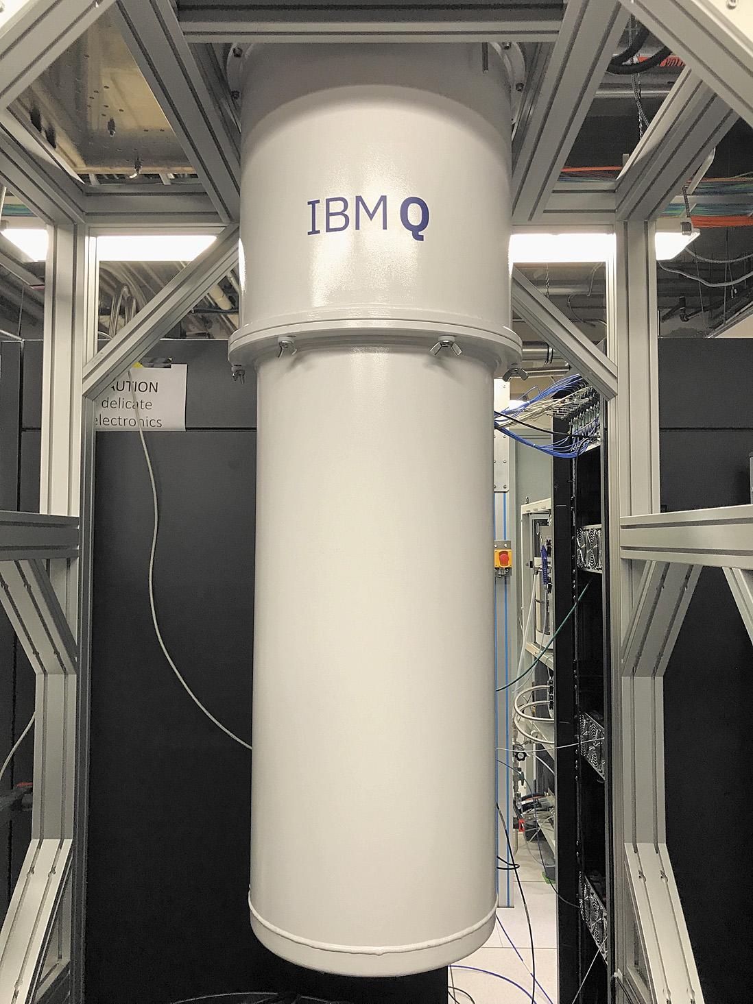 Внешний вид квантового процессораIBM,размещенноговнутри криогеннойустановкиOxfordTriton dilutionrefrigerator
