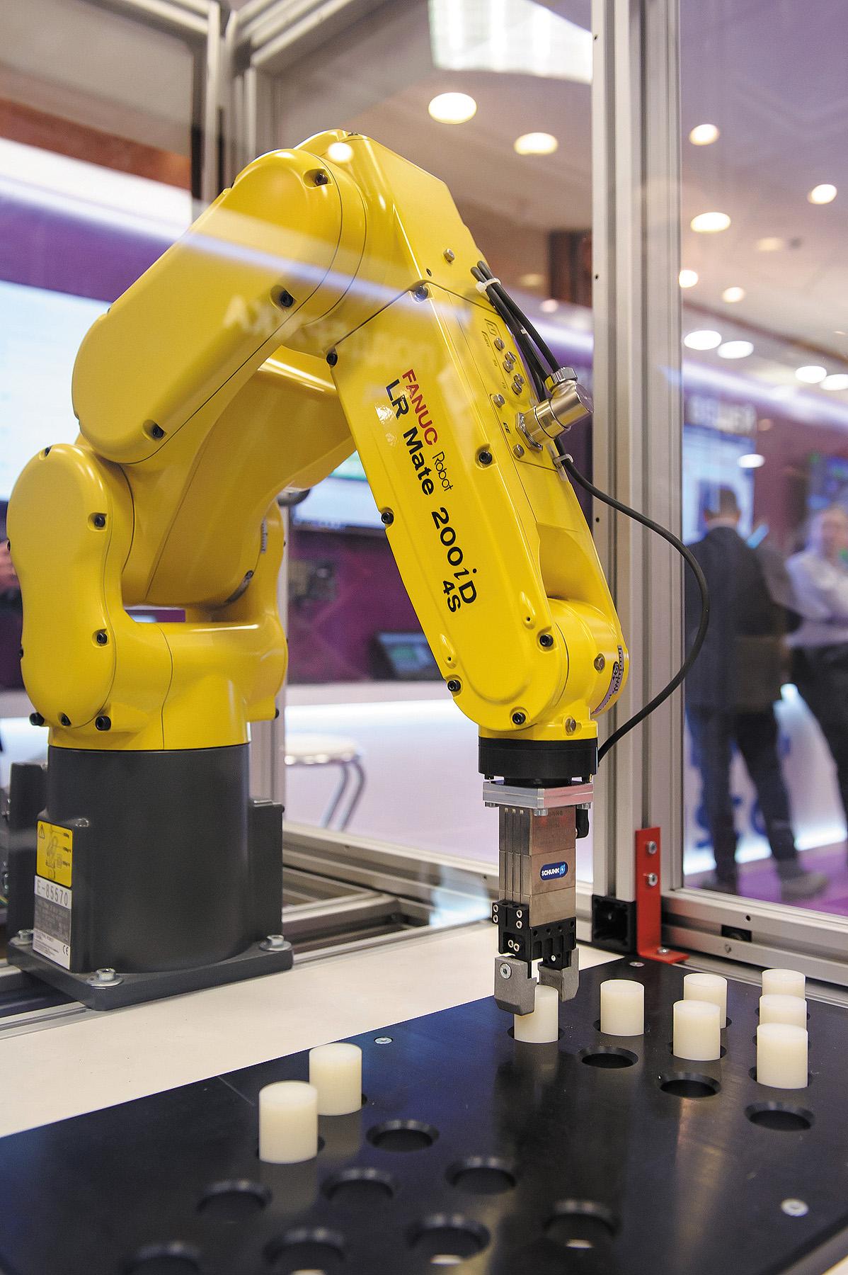 Промышленный робот компании Fanuc