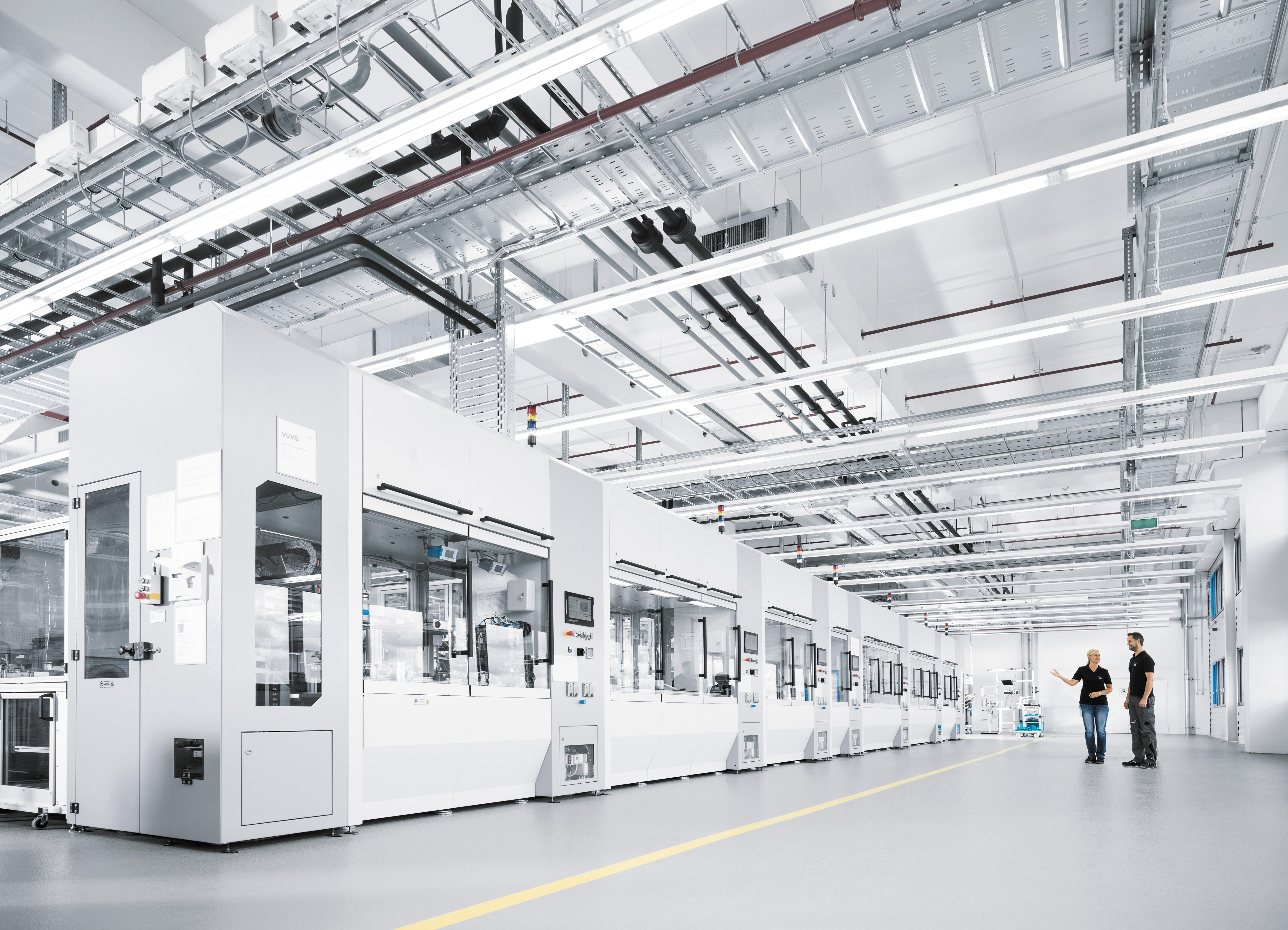 Современная производственная линия на заводе в Шарнхаузене