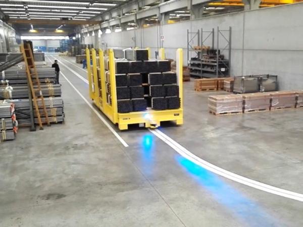 Робот-тележка AGV с автоматическим управлением