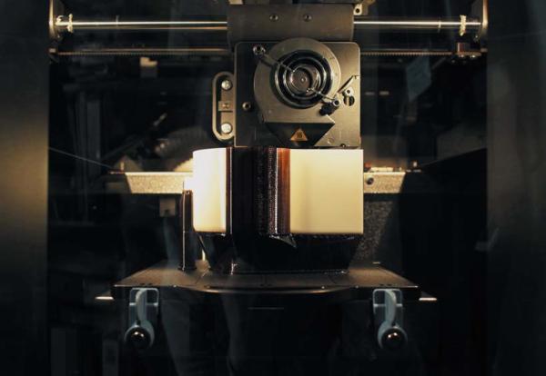 3D-принтер печатает корпус для ветряной мельницы