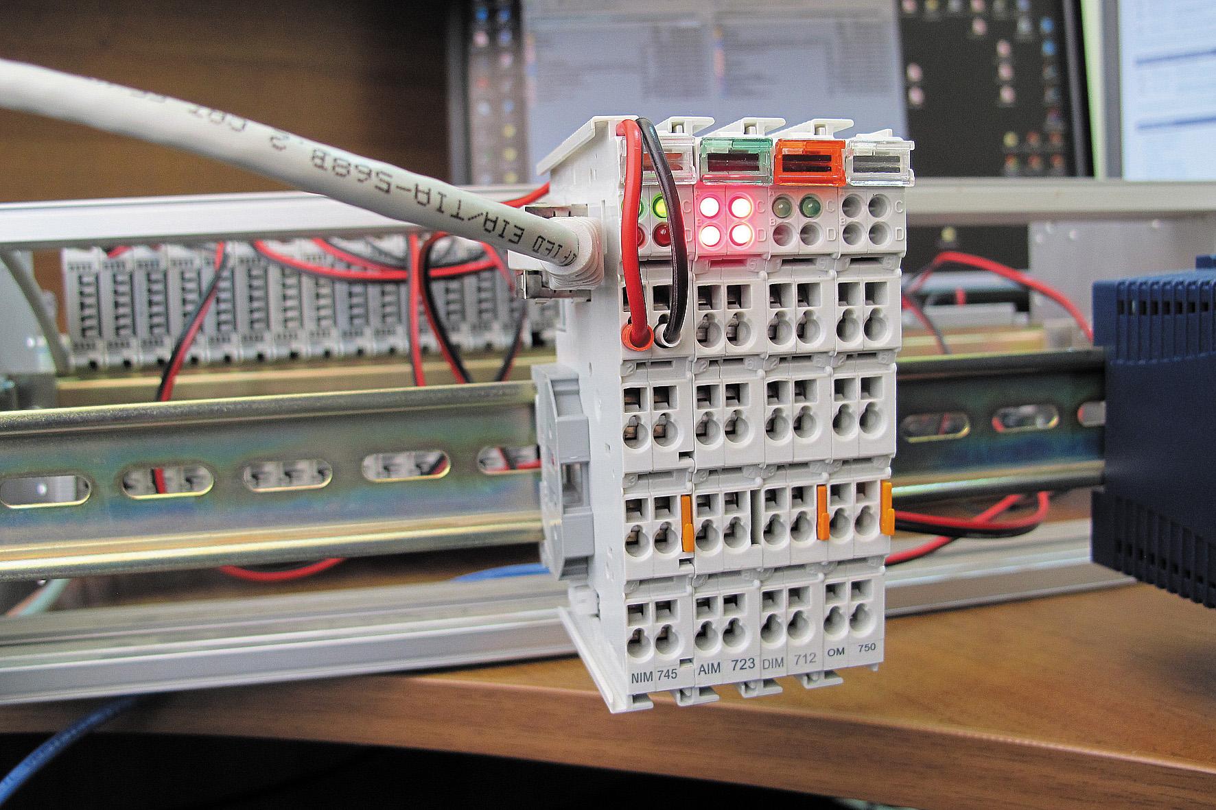 NIM745-02 — непрограммируемый контроллер подчиненного узла протокола MODBUS TCP