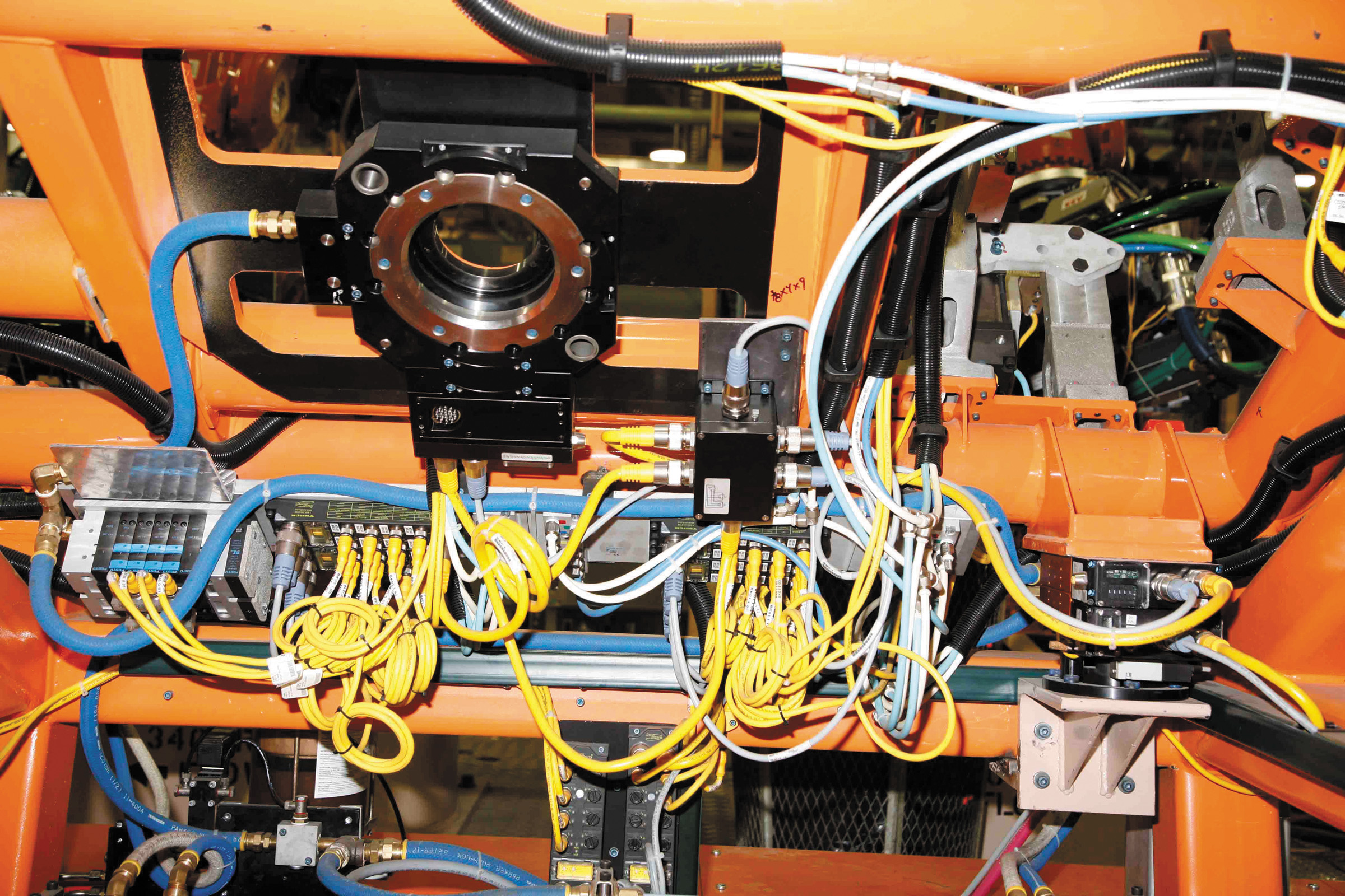 Ethernet-подключение позволяет производителям автомобилей отслеживать и собирать данные со всех этапов сборочного процесса