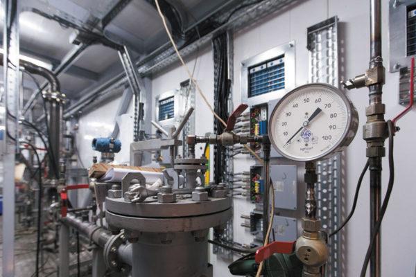 Датчик оборудования в блоке измерений показателей качества нефти.