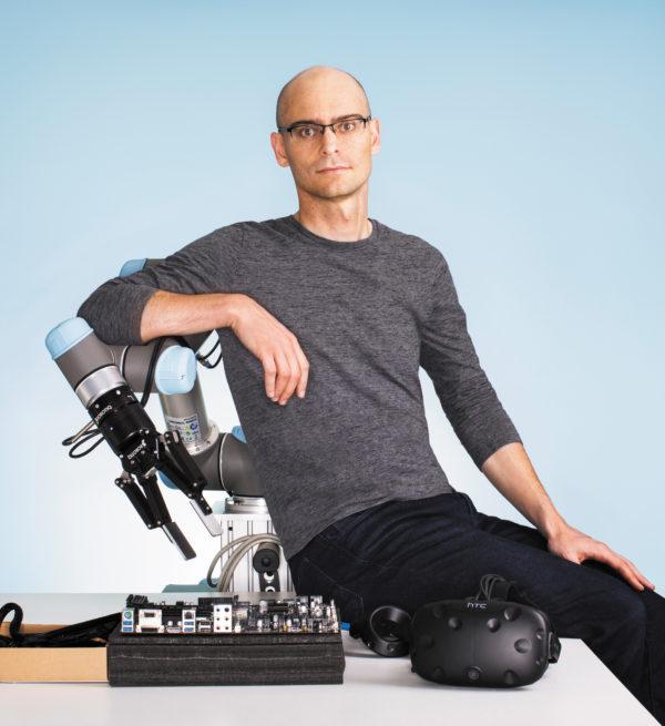 Питер Аббель проводит прорывные исследования в области машинного обучения в реальных промышленных приложениях для роботов, которые могут самостоятельно приобретать новые навыки