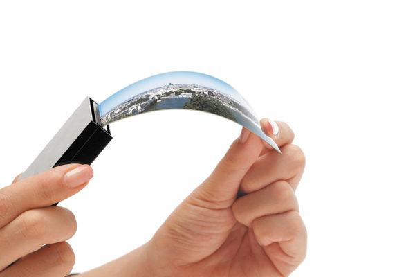 Возможность производства гибких дисплеев и дисплеев с криволинейной поверхностью — преимущество OLED-технологии, пока не востребованное в промышленной электронике