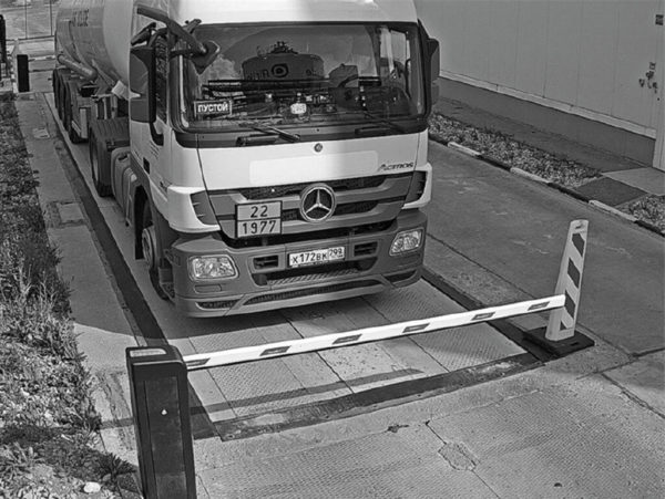 Обзор камеры распознавания АПК «Автомаршал»: шлагбаум не мешает обзору