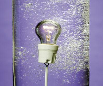 Novec 1230 не проводит электричество