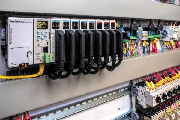 Возможности программируемых логических контроллеров расширяются, например, с этим Productivity2000 от компании AutomationDirect. В процессе выбора ПЛК для улучшения функционирования конечного приложения следует учитывать такие его особенности, как обработка данных, связь и высокоскоростное управление