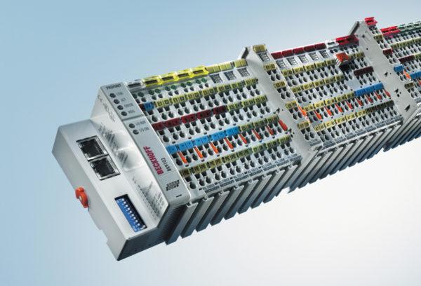 Каждый шаттл CycloneCarrier имеет несколько модулей ввода/вывода EtherCAT от компании Beckhoff Automation, которые обеспечивают быструю и надежную связь с программным обеспечением SynQ WMS от компании Swisslog