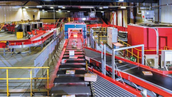 Ультрасовременная система сортировки и транспортировки, внедренная глобальной логистической компанией в одном из международных аэропортов