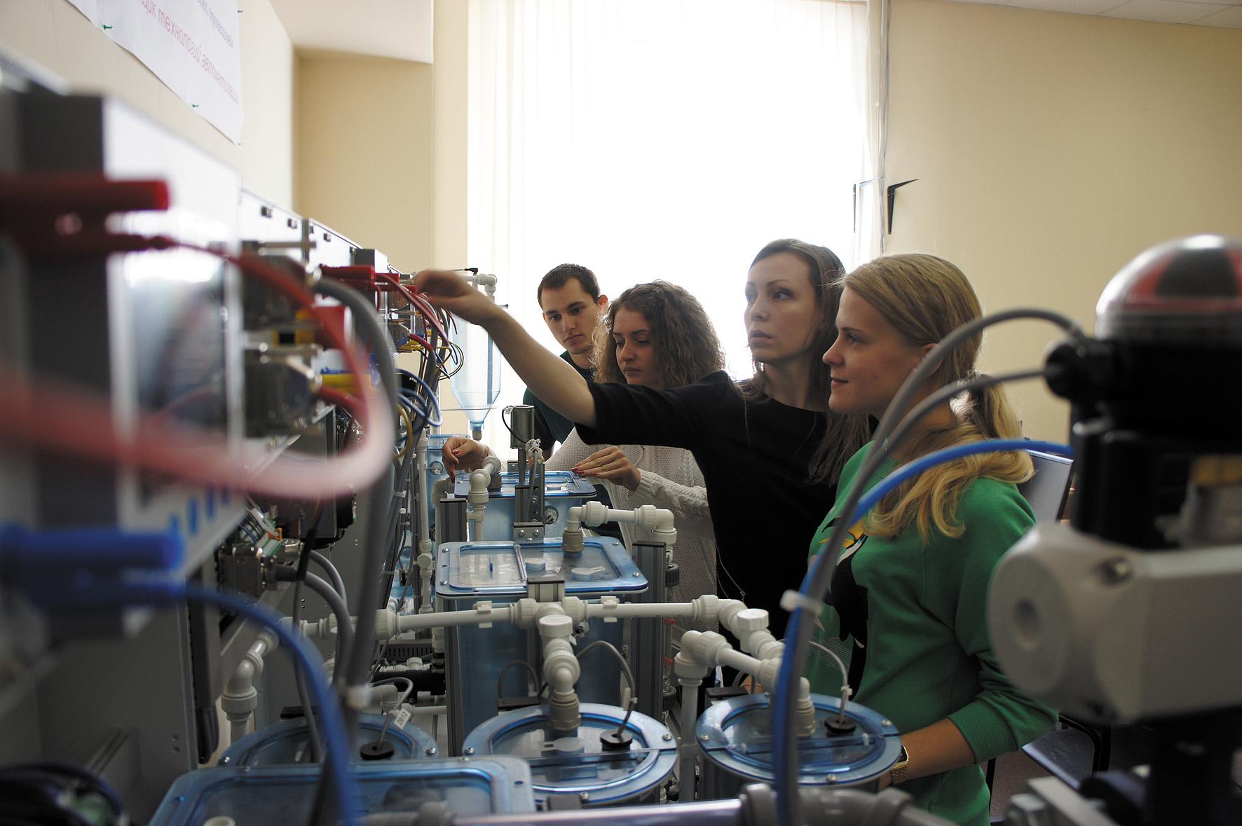 лаборатория кафедры АБиТП Университета ИТМО