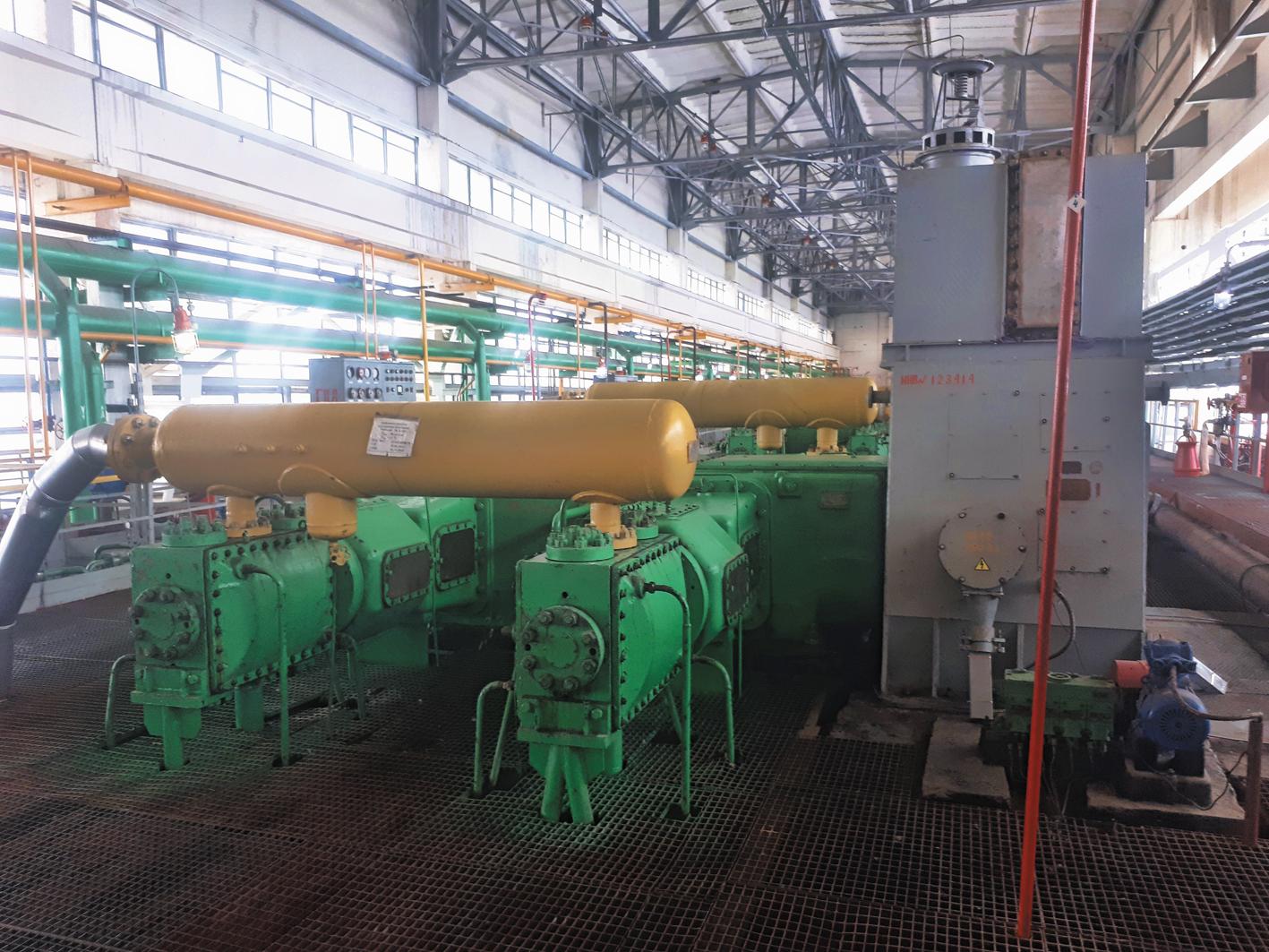 После очистки этановая фракция компримируется и по этанопроводу подается на завод ПАО «Казаньоргсинтез», а также сразу после очистки может подаваться на завод ООО «Газпром нефтехим Салават».