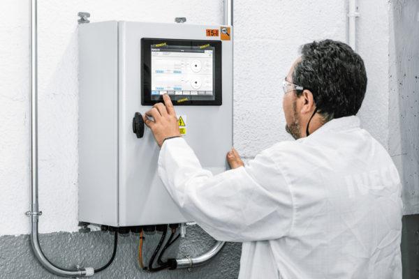 Оператор управляет модулем энергоэффективности с помощью сенсорного экрана (также он может использовать для этого смартфон или планшет)
