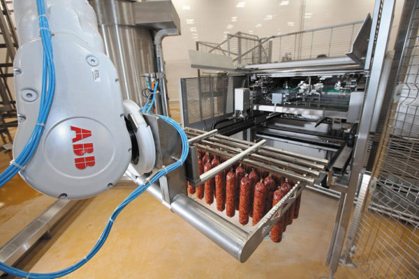 Робот на мясоперерабатывающем предприятии