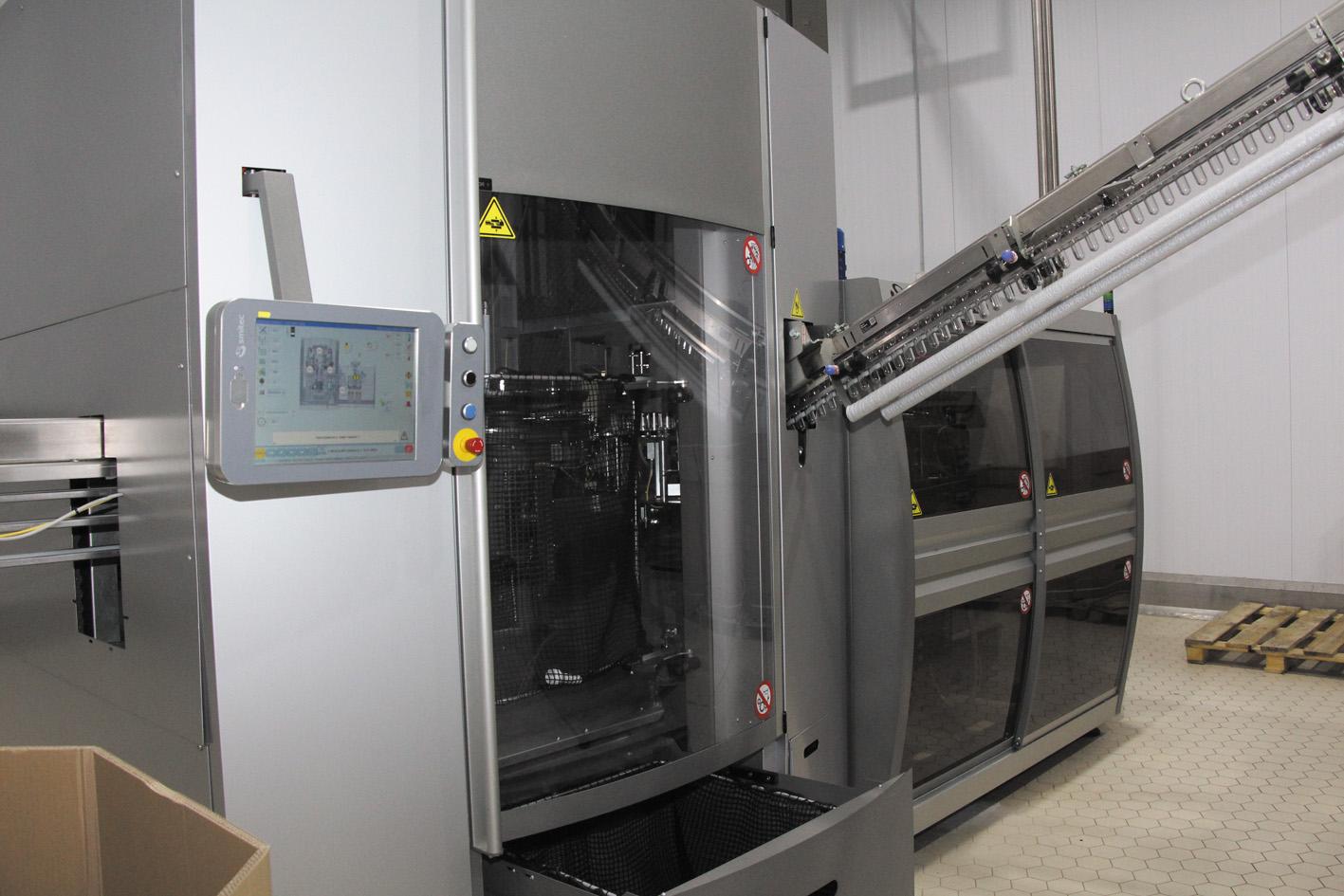 автомат фирмы Smitec для изготовления пластиковых бутылок