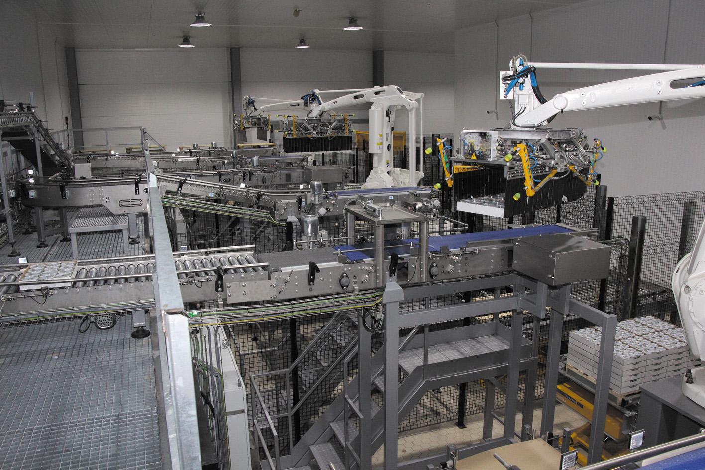 Роботы фирмы Mariani комплектуют палеты готовых продуктов
