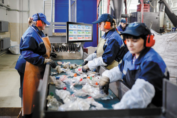 UTC-520, установленный в зоне приема отходов для переработки