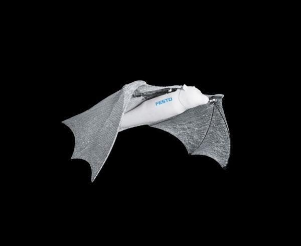 Крылья BionicFlyingFox покрыты специальной мембраной