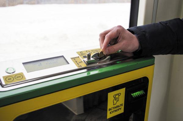 Купюро-монетоприемник в трамвае