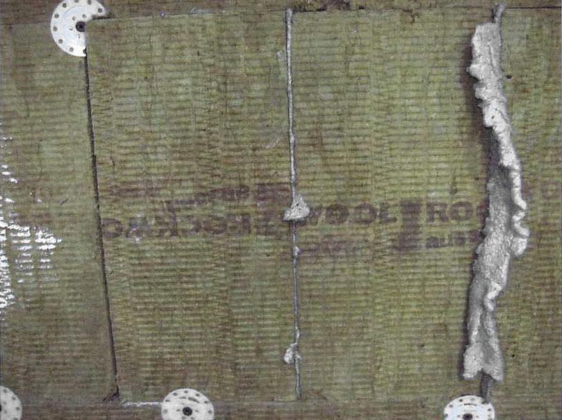 Рис. 1. Калибровочная секция в теплоизоляции с незаполненным, частично заполненным и полностью заполненным швом (слева направо)