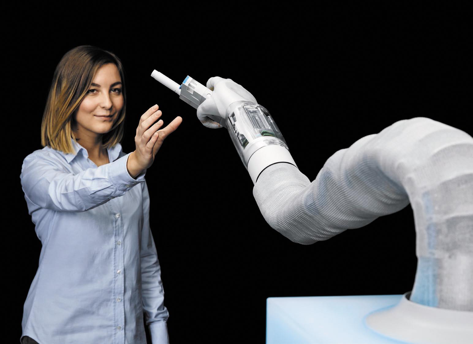 Бионическая мягкая рука BionicSoftHand компании Festo