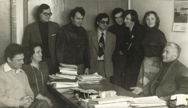 Яков Залманович Цыпкин с сотрудниками лаборатории (1979 г.)
