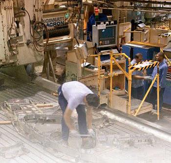Компания Siemens модифицирует станки Cincinnati Milacron Mills двадцатилетней давности для производства аэрокосмических деталей. Заказчик - Stellex Monitor заявляет, что новая система превосходит современные аналоги по производительности