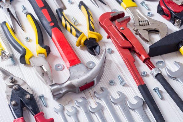В комплекте должны находиться основные инструменты для технического обслуживания, которые позволяют минимизировать время простоя