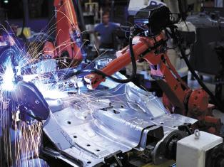 Роботы-сварщики на сборочной линии автомобильного концерна