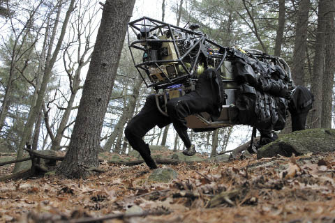 Рис. 6. Робот Big Dog, разработанный компанией Boston Dynamics, использует двигатель внутреннего сгорания